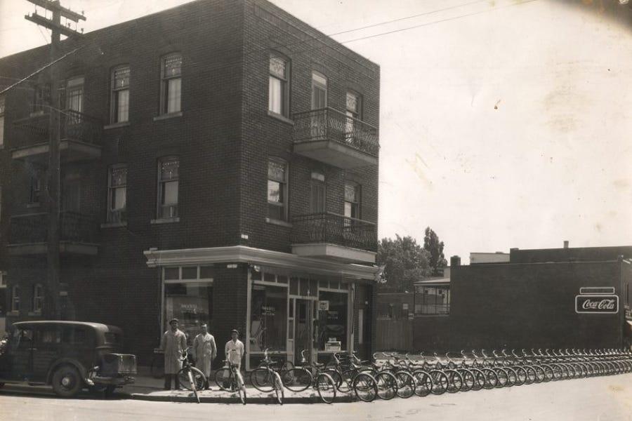 1947 - Primeau Bicycles sur la rue Rouen à Montréal (Extérieur) - Tout premier magasin Primeau Vélo au Canada